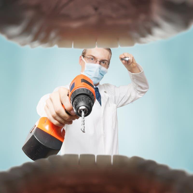 令人恐惧的牙医 免版税库存照片