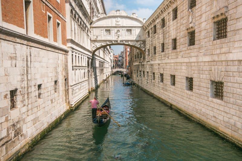 令人惊讶的威尼斯:叹气著名桥梁  库存图片