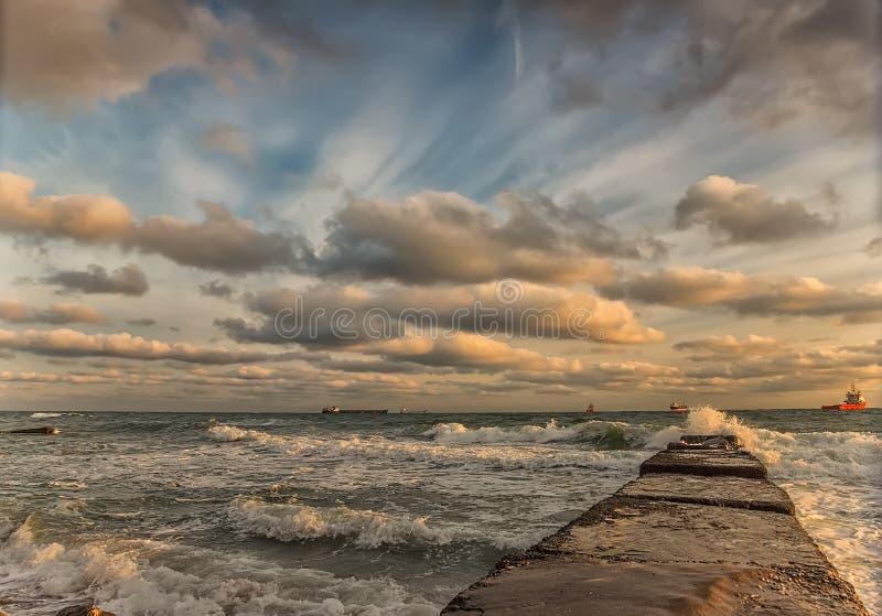 令人惊讶的黑海cloudscape 免版税库存图片