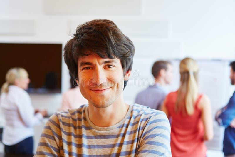 年轻人愉快关于他的新运作公司 免版税库存图片