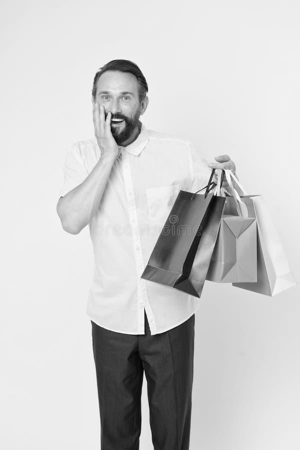 人成熟有胡子的快乐的面孔拿着购物袋 人得到了unexpectable礼物 E 库存照片
