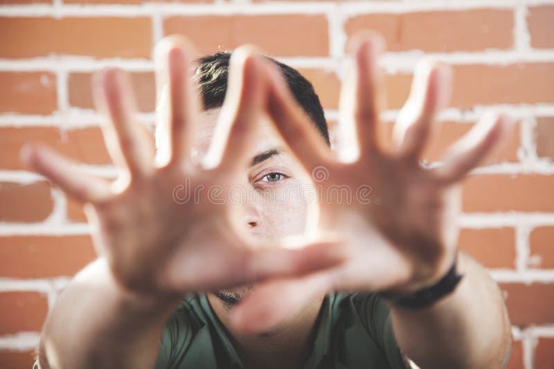 人手停车牌 免版税图库摄影