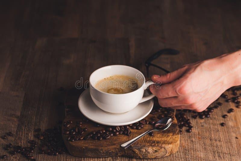 人手拿杯咖啡 库存图片