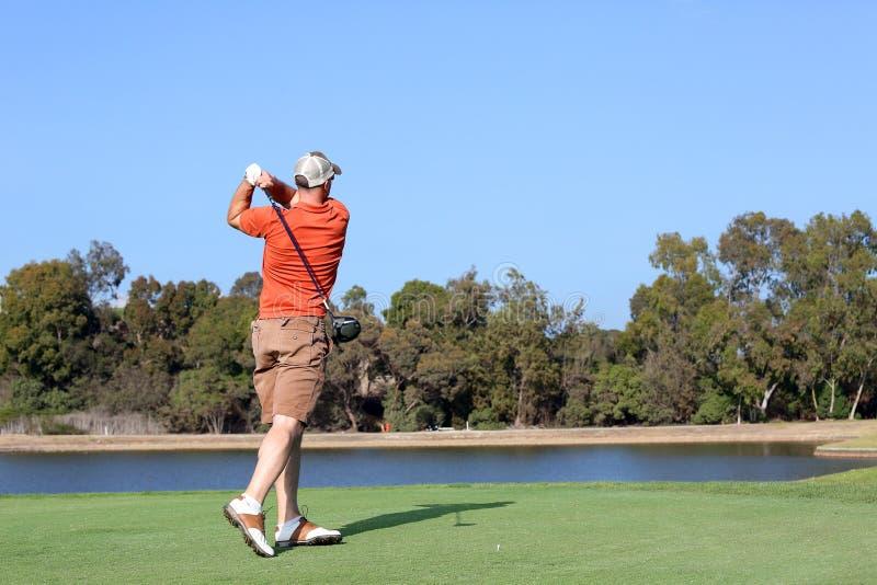 人打高尔夫球 库存照片
