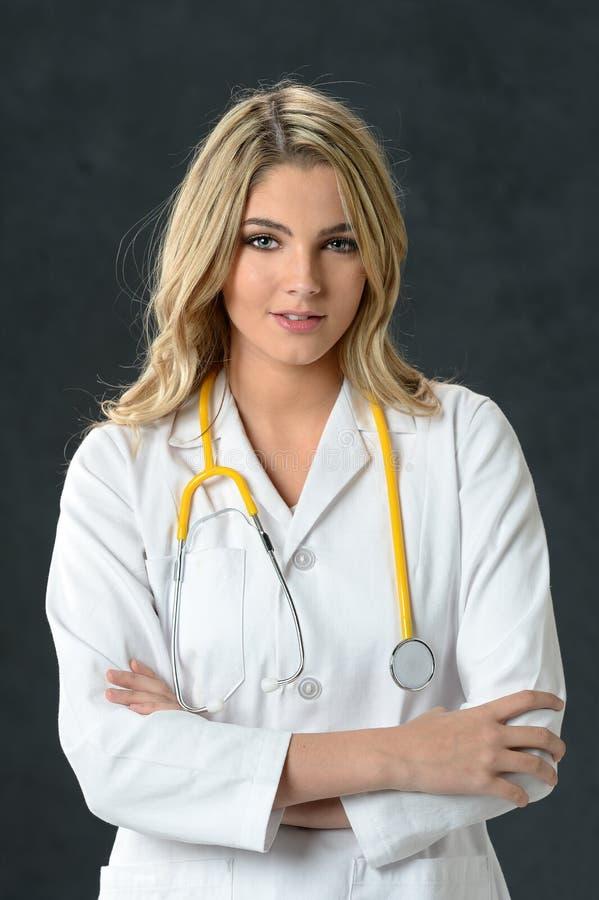 年轻人护士或医生 免版税库存图片