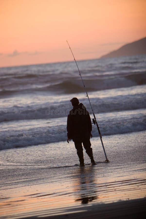 人捕鱼剪影  免版税库存图片