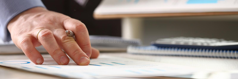 人控制价格上升认为的收入 免版税库存图片