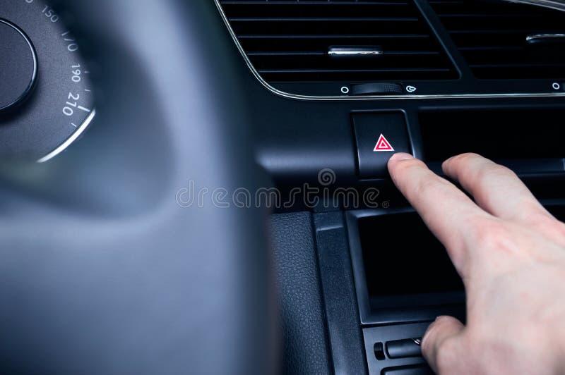 Download 人推挤紧急三角 库存照片. 图片 包括有 小心, 紧急, 控制板, 推进, 细分, 轮子, 设计, 自动 - 72360938