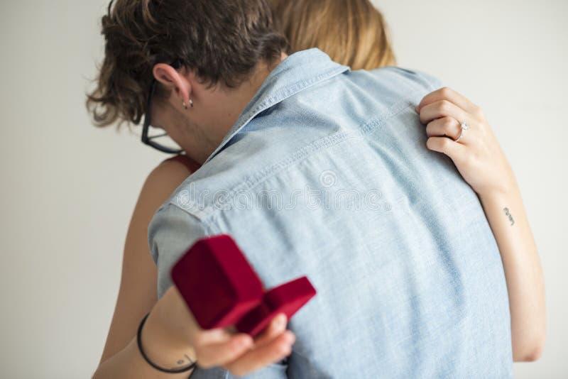 人提议对他的女朋友 免版税库存照片