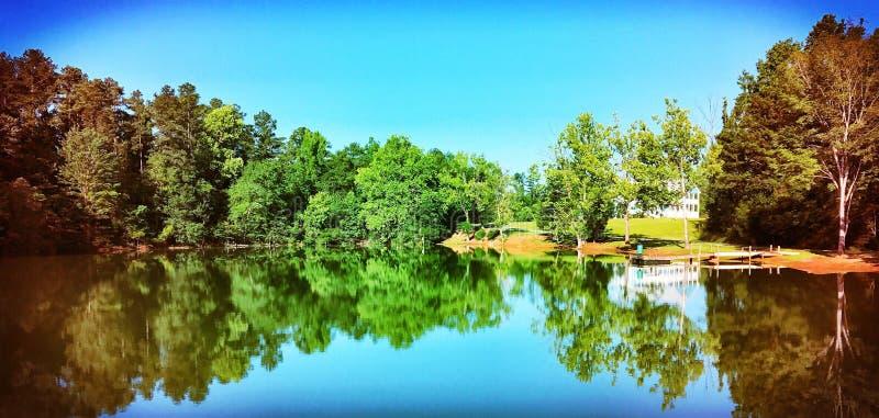 令人敬畏的湖边撤退 库存照片