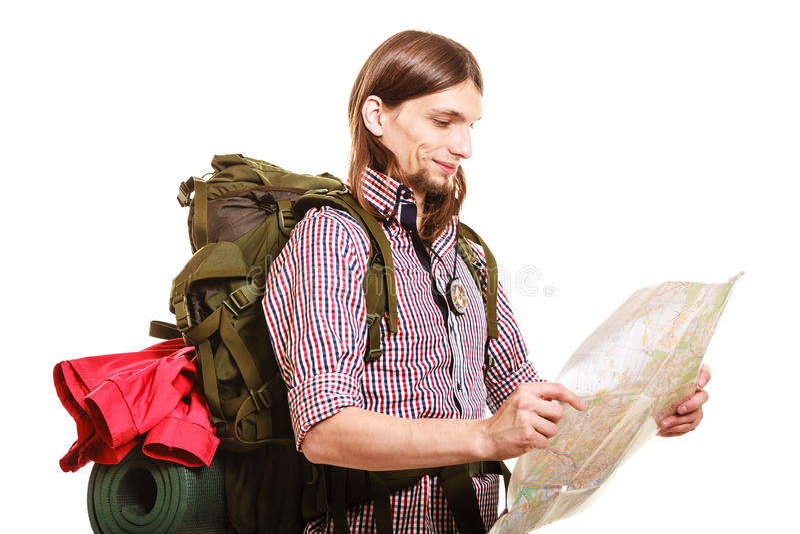 人旅游背包徒步旅行者读书地图 海滩formentera海岛妇女年轻人 免版税库存照片