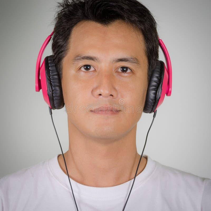 人是听的耳机 免版税库存照片