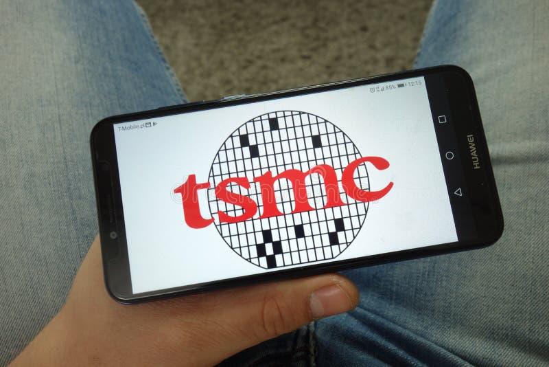 人有台湾积体电路制造股份有限公司的,有限的台湾积体电路制造公司商标藏品智能手机 免版税库存图片