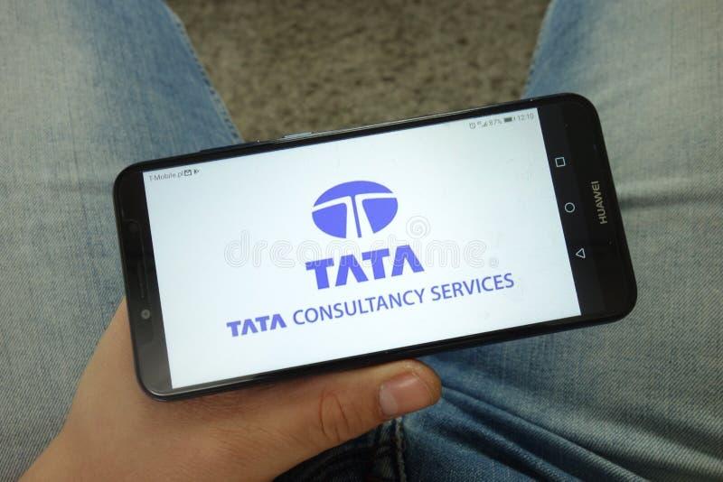 人有太多Consultancy服务有限的TCS公司商标的藏品智能手机 免版税库存照片
