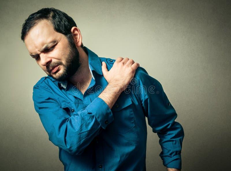 人有肩膀痛苦 免版税库存照片