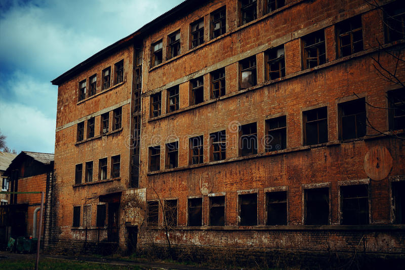 令人毛骨悚然的崩溃的大厦 库存图片