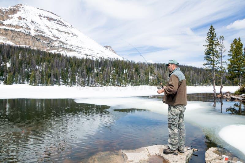 人渔在山Mirror湖 Uinta Wasatch贮藏所Natio 库存照片