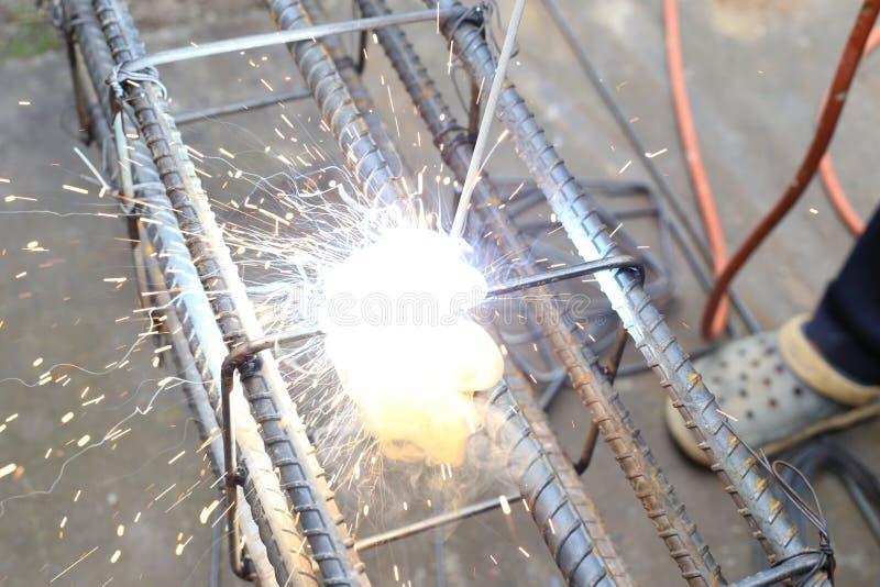 人焊接射线马镫 图库摄影