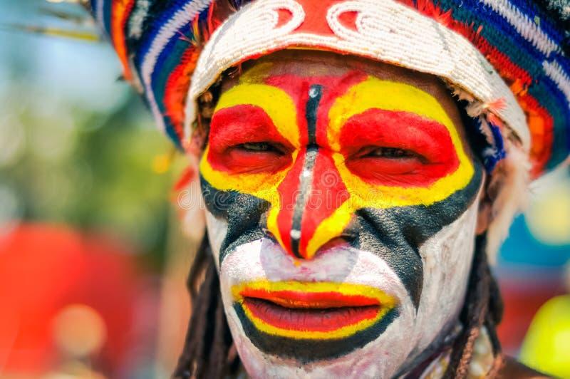 人的五颜六色的面孔在巴布亚新几内亚 免版税图库摄影