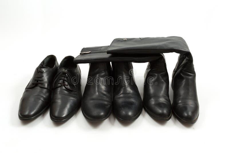 人的和被隔绝的妇女的黑鞋子,白色背景 免版税库存图片