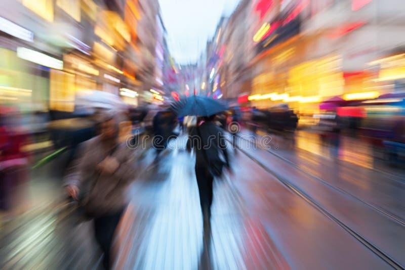 人的徒升图片在黎明在活动中在城市 库存照片