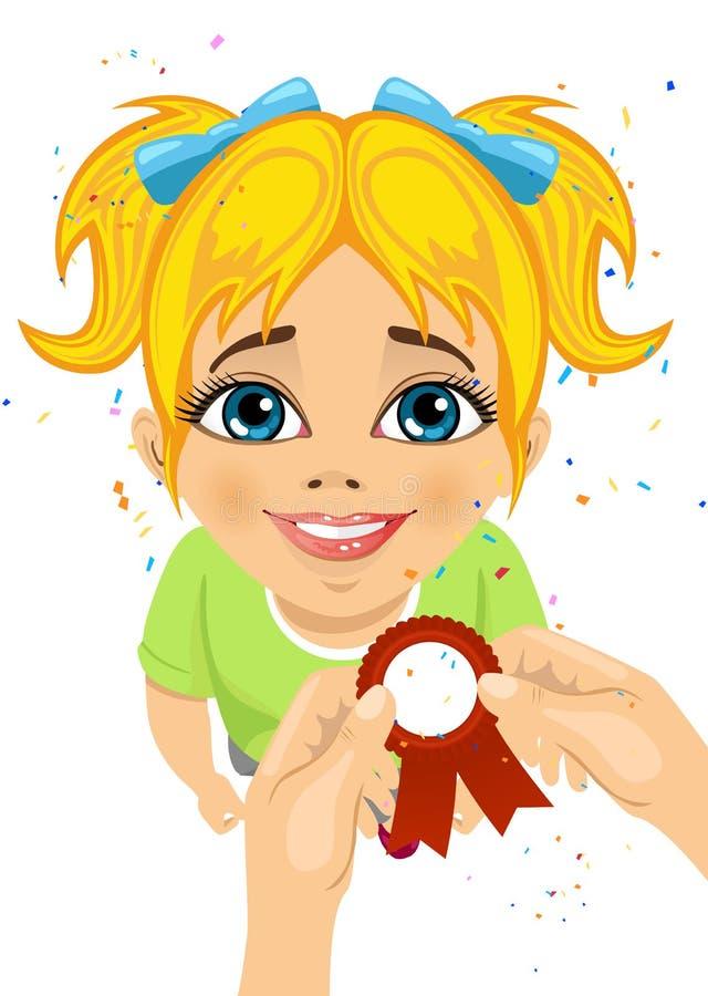 人的手别住一条奖丝带对小女孩被赢取的学校竞争的胸口 皇族释放例证