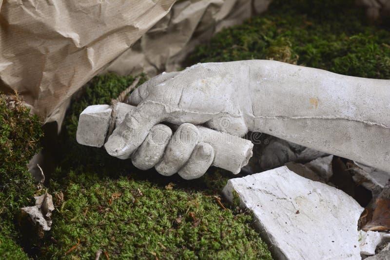 人的手石雕象细节  免版税图库摄影