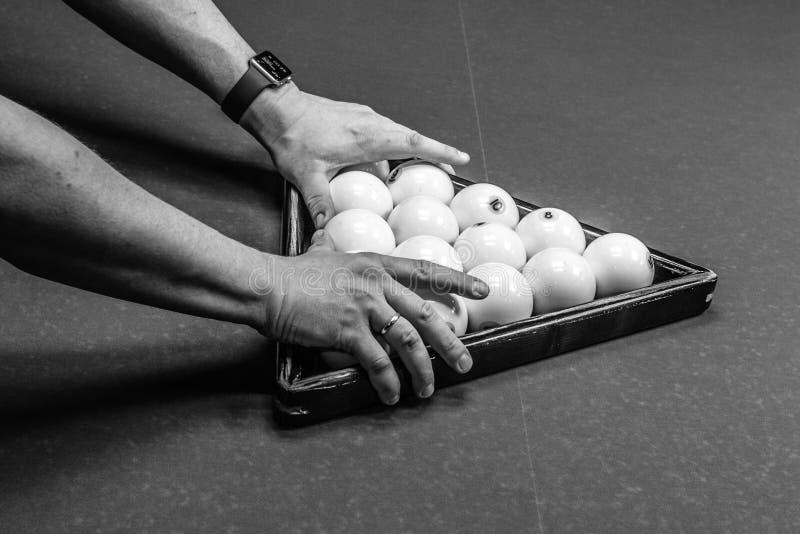 人的手计划台球三角 免版税库存图片
