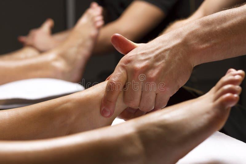 人的手进行脚按摩 库存照片