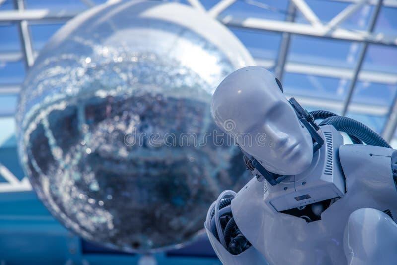 人的机器人的模型 市切博克萨雷,俄罗斯, 08/26/2018 免版税库存照片
