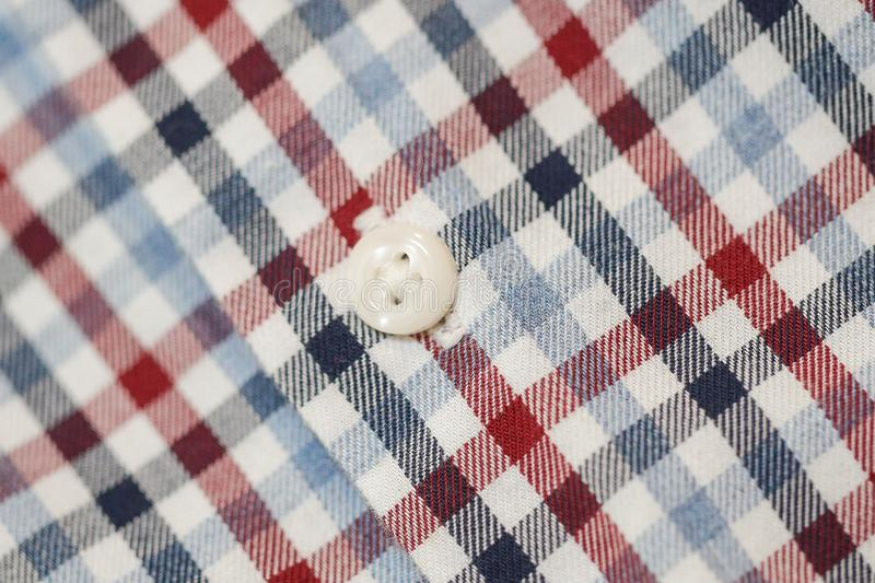 人的棉花格子衬衫按钮 库存照片