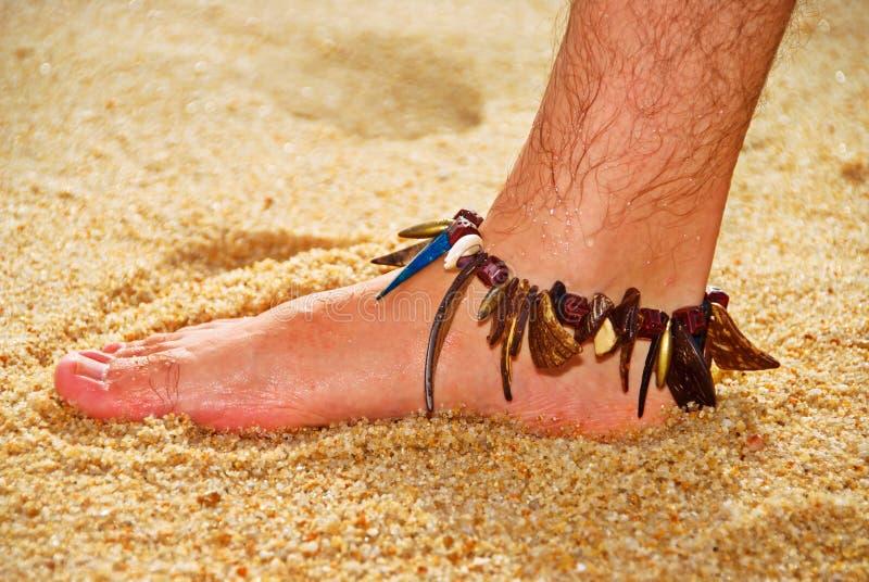 人的湿英尺沙子的 免版税库存图片