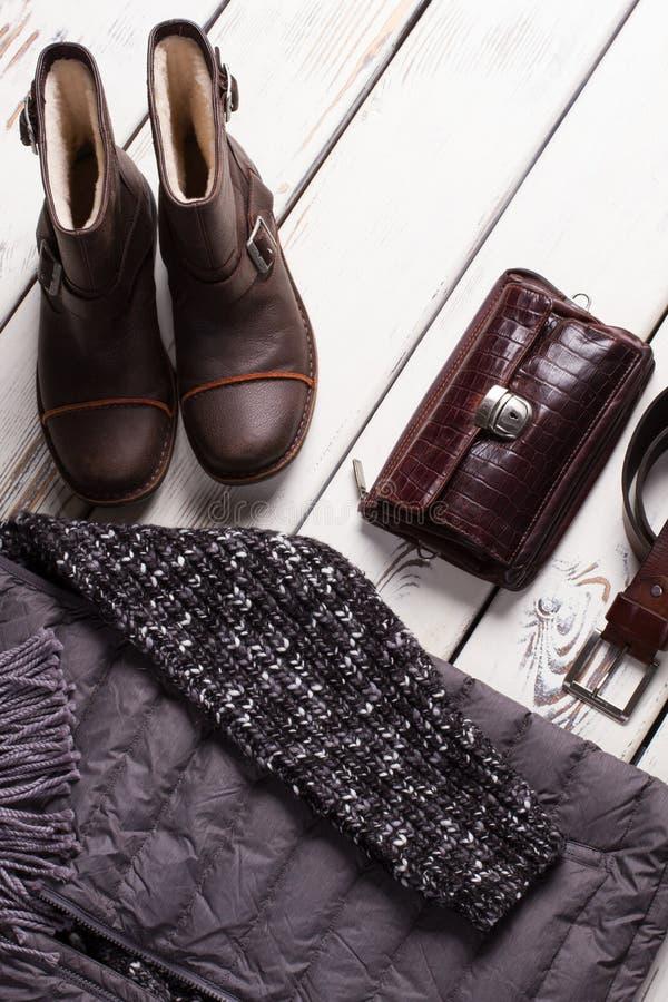 人的衣物的冬天汇集 免版税库存照片