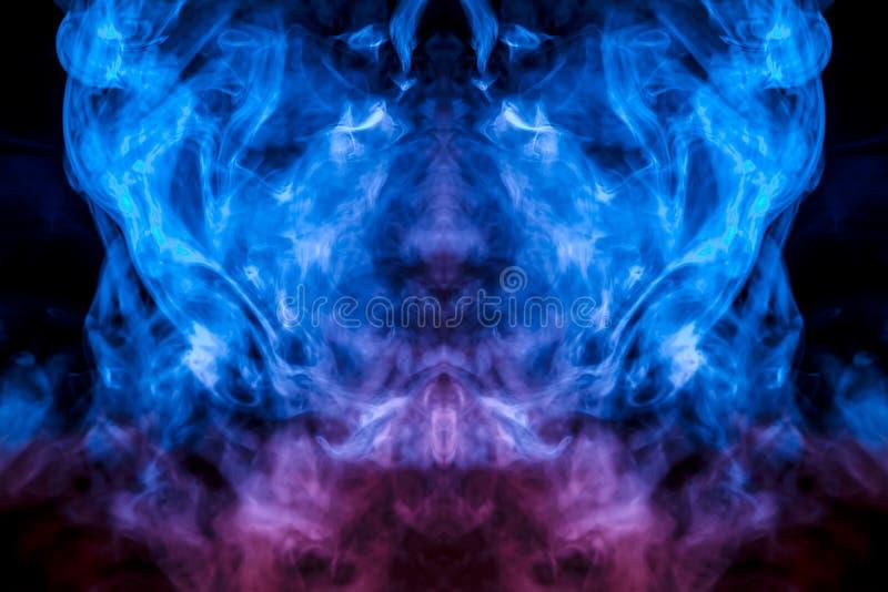 人的面孔的神秘的样式从蒸发的烟的在稀薄的舌头是象蓝色火焰在黑背景的 皇族释放例证