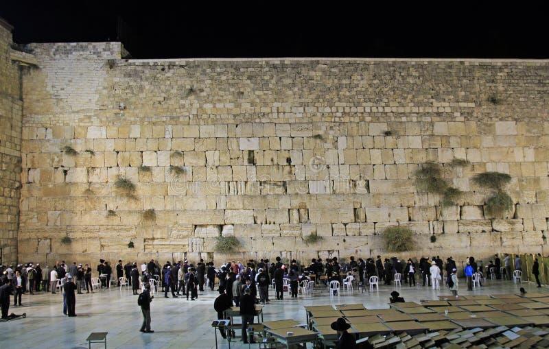 人祈祷在哭墙在耶路撒冷,以色列 免版税库存照片