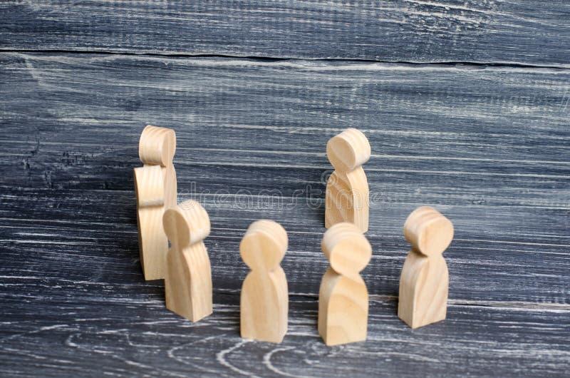 人立场和听领导 概念企业想法 免版税库存图片
