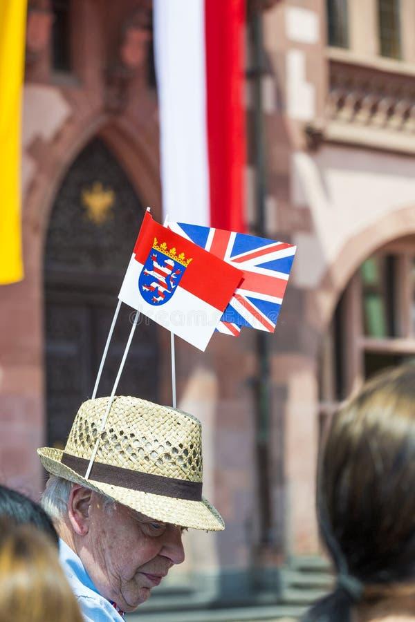 人等待有帽子的英女王伊丽莎白二世和英国和 图库摄影