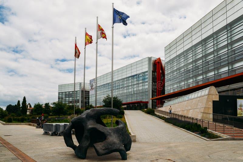 人类演变博物馆在布尔戈斯,西班牙是博物馆关于人类演变 库存照片