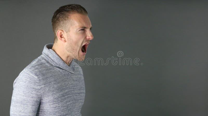 Download 人纵向尖叫的年轻人 库存图片. 图片 包括有 开放, 成人, 动物, 愤怒, 人们, 呼喊, 尖叫, 人员 - 72361431