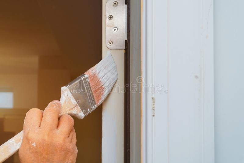 人绘与刷子的门 免版税库存照片
