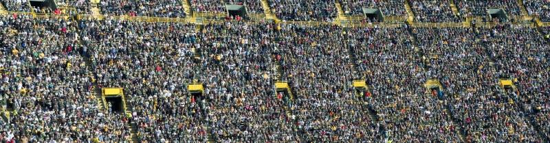 人群、球迷和人们在体育运动体育场,横幅内 免版税库存图片
