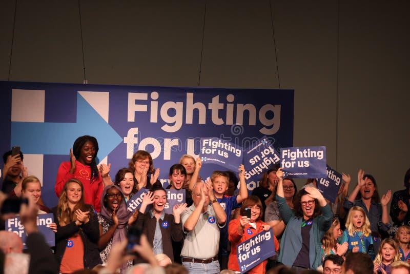 人群欢迎希拉里・罗德姆・克林顿 库存照片