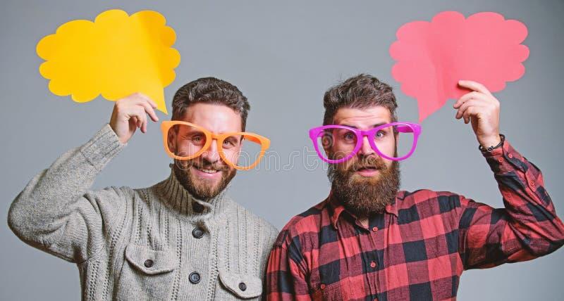 人耍笑 份额观点讲话泡影拷贝空间 可笑和幽默感觉 有胡子和髭成熟行家的人 免版税库存照片