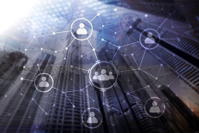 人联系和组织结构 束起通信有概念的交谈媒体人社交 事务和通讯技术概念 免版税图库摄影