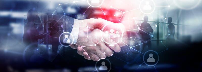 人联系和组织结构 束起通信有概念的交谈媒体人社交 事务和通讯技术概念 免版税库存照片