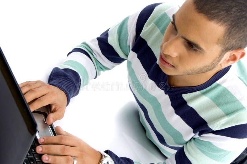 人膝上型计算机少年工作 图库摄影