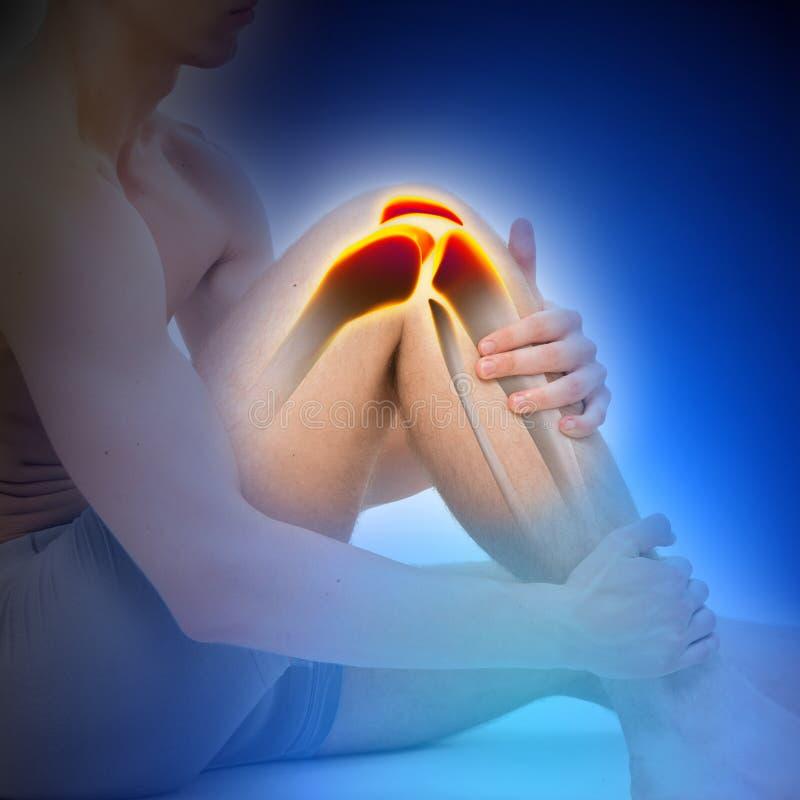 年轻人膝盖痛苦解剖学蓝色概念 免版税库存图片