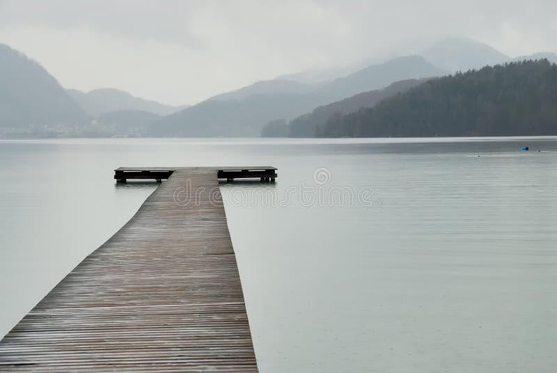 人行桥湖 库存照片