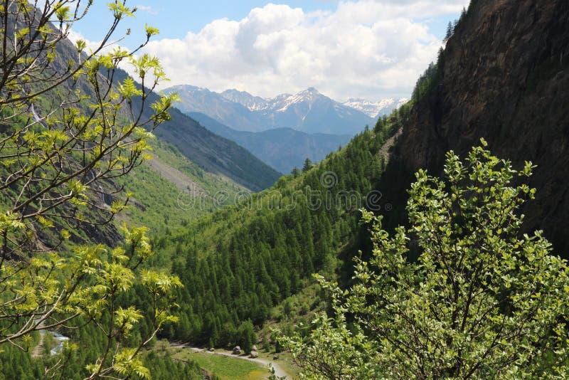 人行道在Ecrins国立公园,法国Hautes Alpes 免版税图库摄影