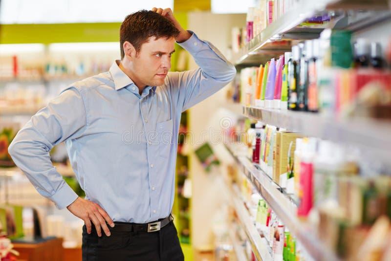 人要做能承受的购物 免版税库存照片